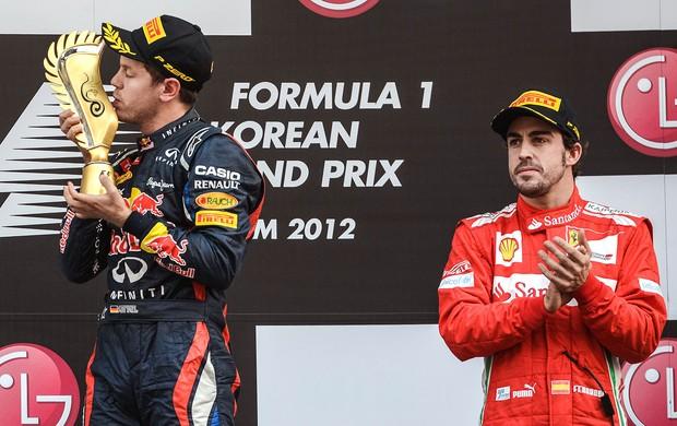 Vettel e Alonso no pódio do GP da Coreira (Foto: AFP)