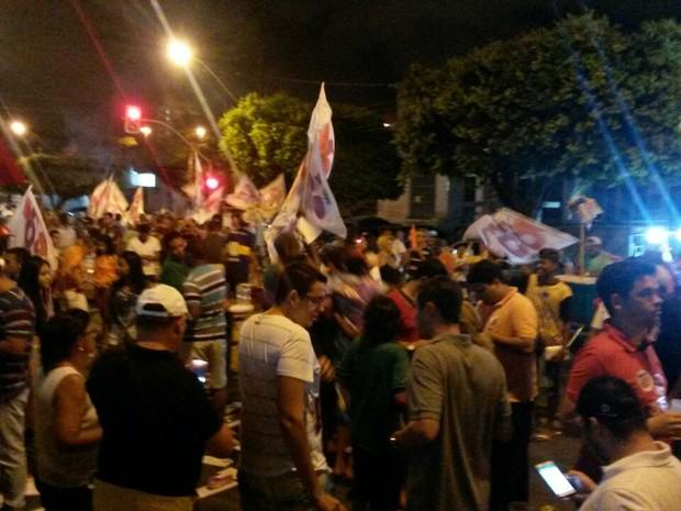 ARACAJU (SE): Comemoração da vitória de Edvaldo Nogueira (PCdoB) acontece na Avenida Barão de Maruim no Centro da capital (Foto: Anderson Barbosa/G1)