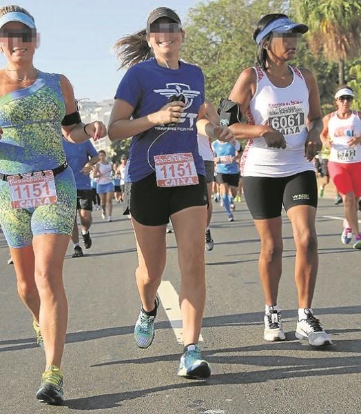 Duas corredoras utlizam o mesmo número (1151) na São Sebastião, em 2015