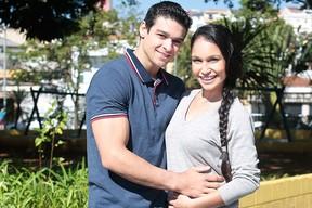 Ginasta Francisco Barretto e a bailarina Carol Baptista festejam a gravidez do primeiro filho (Foto: Rafael Cusato/EGO)