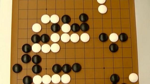 Go, um jogo chinês de estratégia que é considerado um dos mais antigos do mundo. (Foto: BBC)