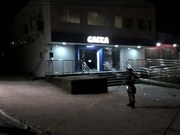 Explosão de caixa eletrônico em Ponte dos Carvalhos, no Cabo (Foto: Reprodução/Whatsapp)