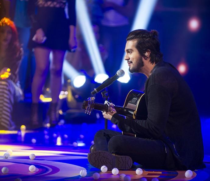 Luan faz as fãs se derreterem ao cantar (Foto: Maurício Fidalgo/TV Globo)