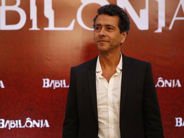 Marcos Palmeira interpreta Aderbal Pimenta (Foto: Fábio Rocha/Gshow)