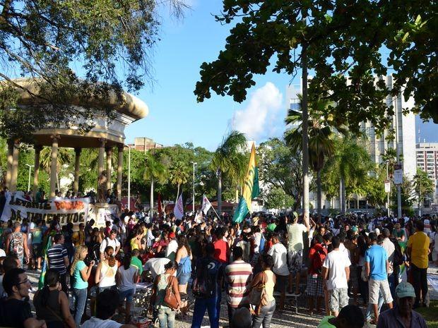 Praça Fausto Cardoso volta a ser palco de manifestações (Foto: Flávio Antunes/G1)