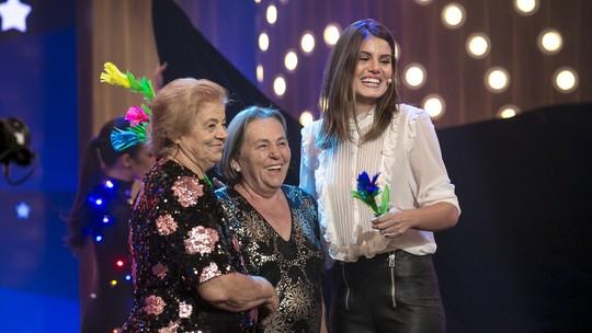 Camila Queiroz fala da emoção de receber homenagem da Família