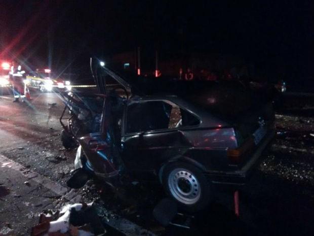 Cinco pessoas estavam no veículo, entre elas o casal de irmãos que morreu no local (Foto: PRF/ Digulgação)