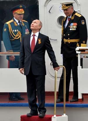 O presidente russo Vladimir Putin visita a Crimeia nesta sexta (9) (Foto: AFP PHOTO/ YURI KADOBNOV)