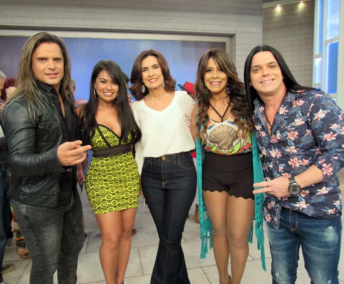 Fátima com a banda Calcinha Preta (Foto: Priscilla Massena/Gshow)