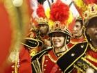 Discreta, Cleo Pires toca repique na bateria da Grande Rio