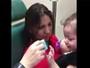 VÍDEO: menina de 2 anos enxerga e ouve pela 1ª vez (Reprodução)