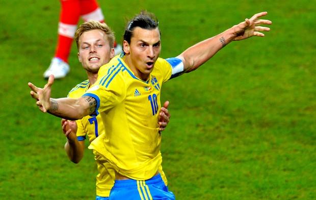 Ibrahimovic comemoração Suécia (Foto: AP)