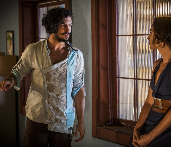 Miguel nega abraçar Tereza (Foto: Inácio Moraes/Gshow)