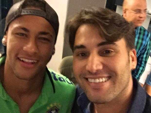 Cantor Tayrone e Neymar em Salvador, na Bahia (Foto: Divulgação)