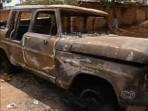 Empresário diz que queimaram a caminhote dele em ameaça (Foto: Reprodução/TV Anhanguera)