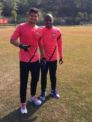 Muriqui e Elkeson no Guangzhou Evergande (Foto: Divulgação / site oficial do Guangzhou Evergande)