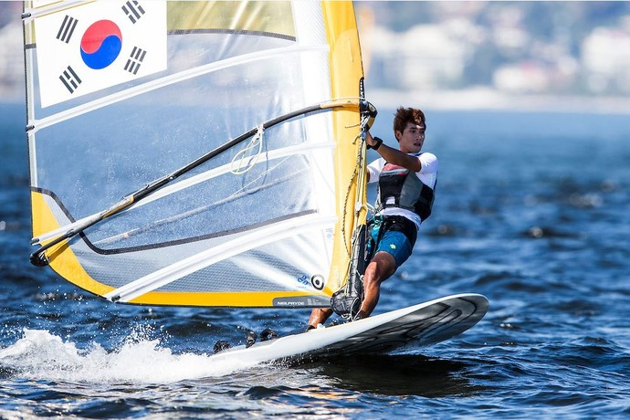 Wonwoo Cho competiu normalmente nesta quarta-feira no evento-teste de vela (Foto: Pedro Martinez/Isaf)