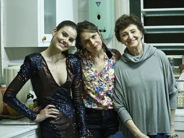 Drica Moraes grava ao lado de Camila Queiroz e Ana Lucia Torre  (Foto: Gshow )