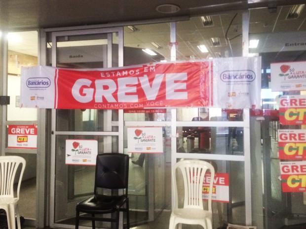 Banco Bradesco do Comércio, em Salvador, está entre agências fechadas (Foto: Juliana Almirante/ G1 Bahia)