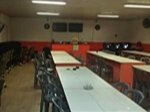 PM de Suzano flagrou 45 em um bingo clandestino (Foto: Reprodução/TV Diário)