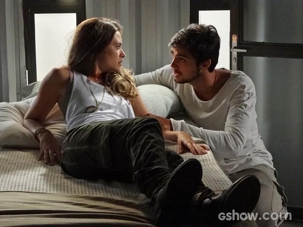 Marlon fica aliviado ao descobrir que Lili não passou pela máquina (Foto: Além do Horizonte/TV Globo)