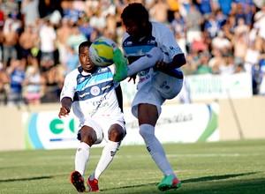 Makanaki foi o responsável pelas principais jogadas da equipe no primeiro tempo do jogo (Foto: Jeus Vicente/EC São Bento)