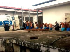 Carros também realizam transferência de presos no RN (Foto: Heloisa Guimarães/InterTV Cabugi)