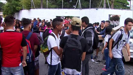 Estudantes de Carapicuíba e Cotia ficam sem merenda escolar