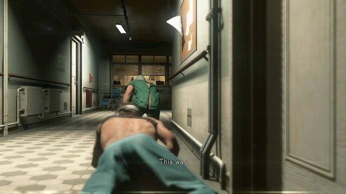 Snake tem que escapar de hospital no começo do game (Foto: Reprodução/Thiago Barros)