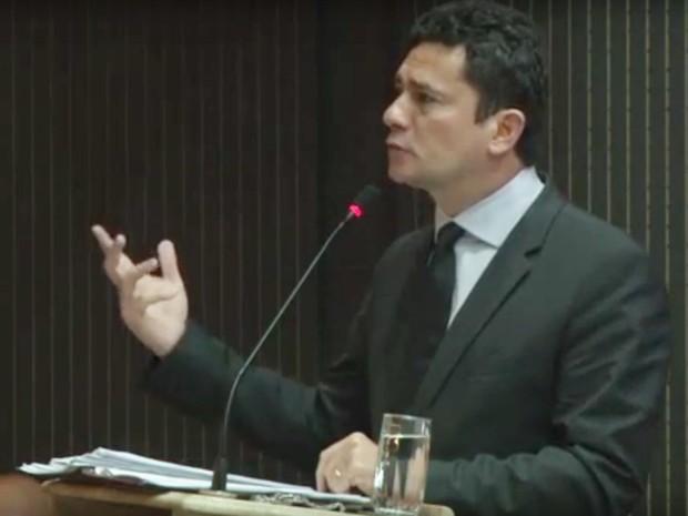 JUIZ SÉRGIO MORO É ALVO DE PROTESTOS DO MOVIMENTO LEVANTE POPULAR NA PARAÍBA