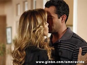 Glauce dá um beijo em Bruno (Foto: Amor à Vida/TV Globo)
