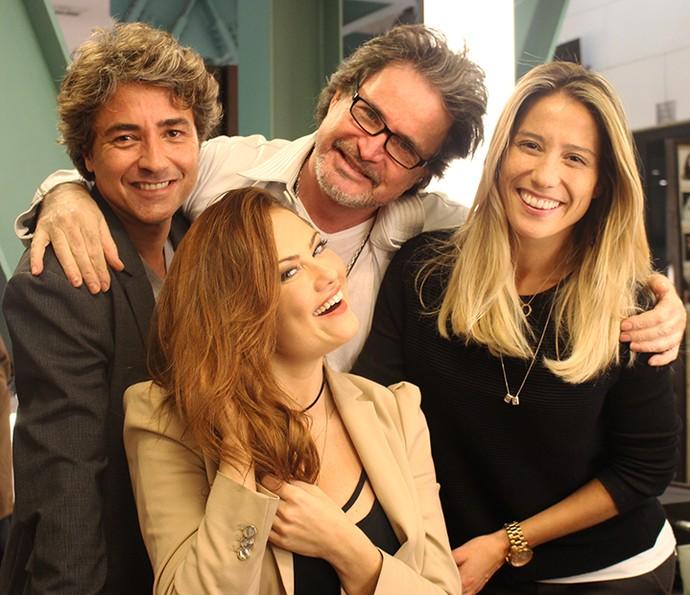 A atriz mostra o resultado da transfrmação na companhia de Marcelo Dias (à esquerda), caracterizador da novela, Wanderley Nunes, cabeleireiro, e Bruna Fabricio, cabeleireira  (Foto: Ariane Ducati/Gshow)