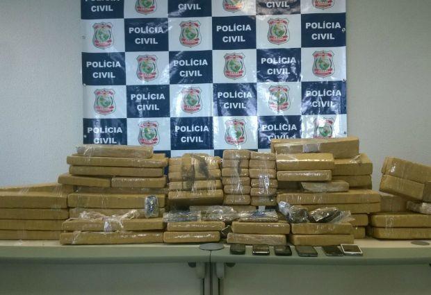 Drogas foram apreendidas e levadas à Delegacia de Narcóticos (Foto: Polícia Civil/Divulgação)