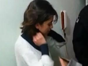 Vídeo mostra momento em que a polícia prende ativista Sininho no RS (Foto: Reprodução/Polícia Civil do RJ)