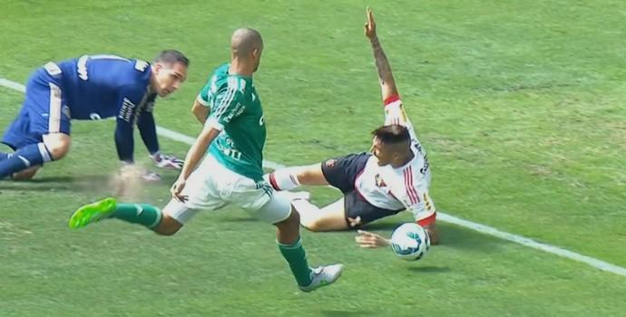 Guerrero Prass pênalti Palmeiras Flamengo (Foto: Reprodução SporTV)