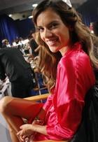 Alessandra Ambrósio e mais tops se preparam para desfile de lingerie