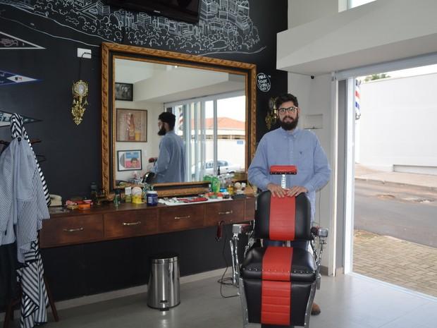 Barbearia de Piracicaba tem tratamento VIP aos clientes (Foto: Bruna Sampaio/G1)