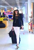 Luciana Gimenez embarca cheia de estilo em aeroporto do Rio