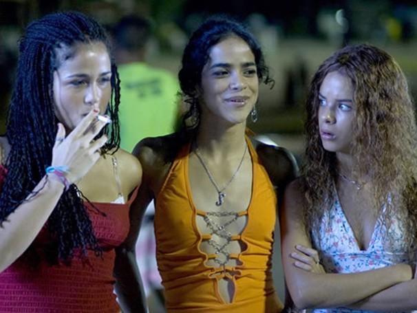 'Sonhos Roubados' conta a história de três adolescentes em uma comunidade carioca (Foto: Divulgação / Reprodução)
