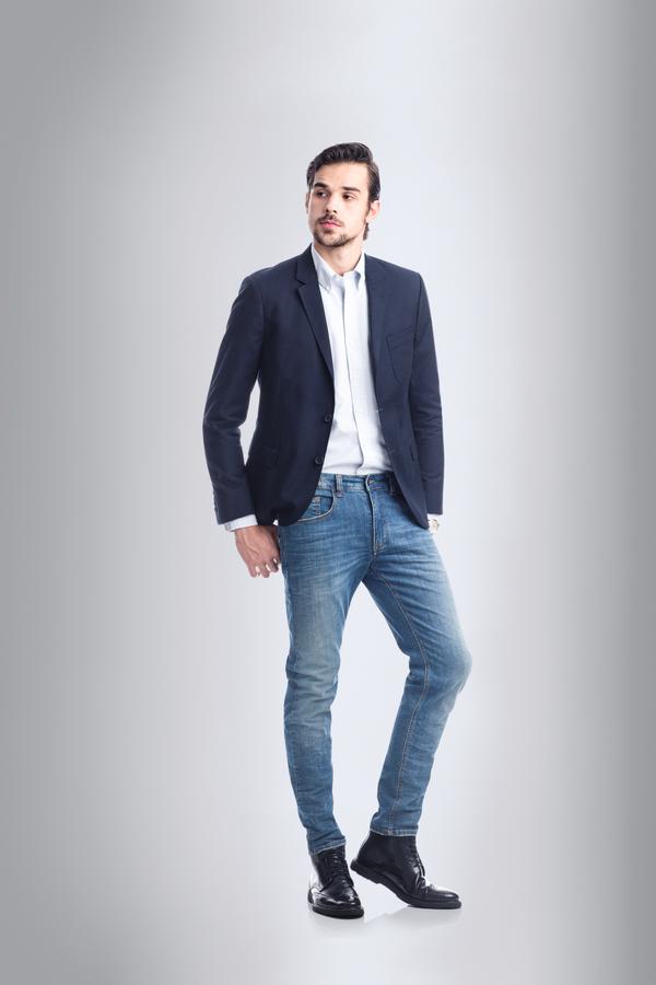 Blazer Lacoste  R$ 1.890 | Camisa Polo Ralph Lauren R$ 510 | Jeans Osklen R$ 497 | Relógio Montblanc Star Classique Date Automatic  R$ 21.900 | Botas VR R$ 529 (Foto: Divulgação)