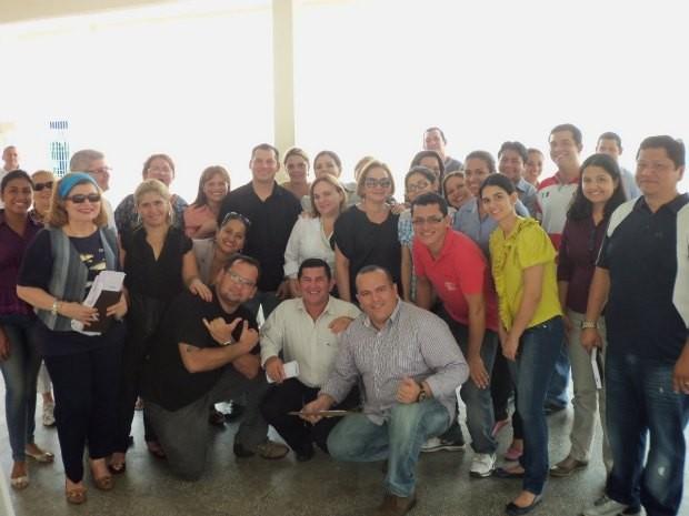 Estudantes que participam do projeto de doação de livros em Manaus (Foto: Divulgação)