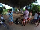 Família acompanha de perto busca por jovem que sumiu no Capibaribe