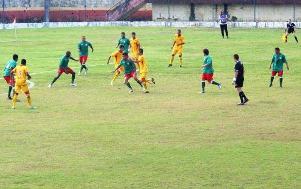 Jabaquara e Portuguesa jogaram neste domingo na Caneleira (Foto: Lincoln Chaves)