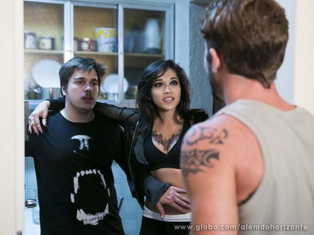 Jéssica contrata personal e faz ciúmes em Guto (Foto: Felipe Monteiro/TV Globo)