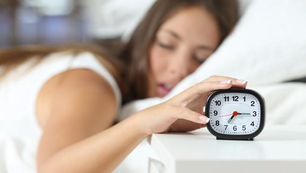 sono, dormir, despertador, cama (Foto: Thinkstock)