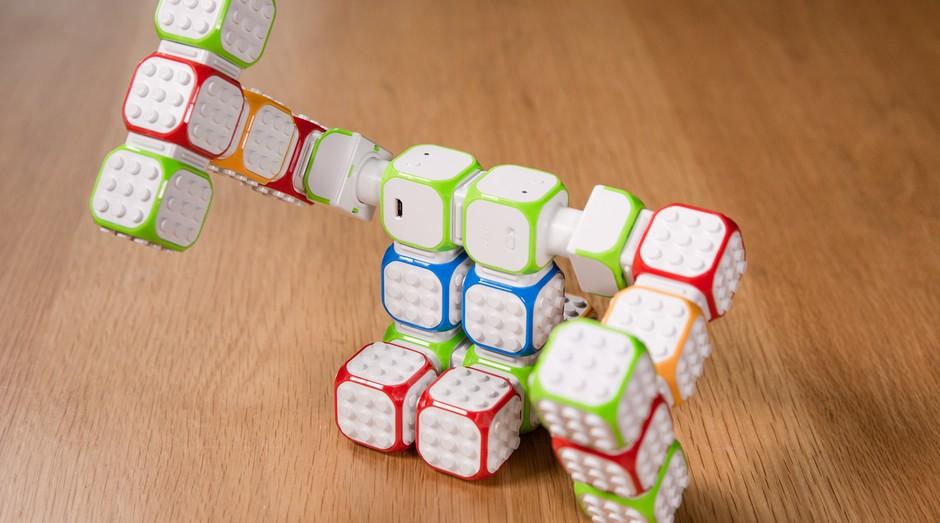 Um robô feito de Cubroids (Foto: Divulgação)