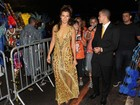 Paula Morais e Ronald participam de desfile em homenagem a Ronaldo
