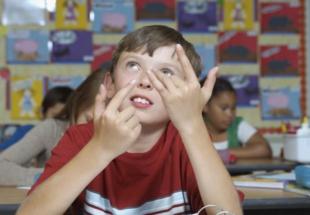 Criança fazendo contas em escola, educação, matemática (Foto: Thinkstock)