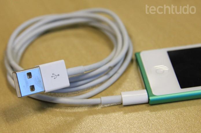 Cabo USB e iPod (Foto: Isadora Díaz/TechTudo)
