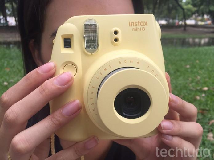 Instax Mini 8 imprime fotos na hora da captura (Foto: Lucas Mendes/TechTudo)